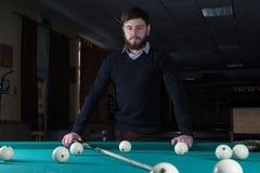 billiards obsługują bawić się wydaje czas bawić się billiards zdjęcia royalty free
