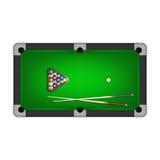 Billiards piłki, trójbok i dwa wskazówki na basenu stole, również zwrócić corel ilustracji wektora royalty ilustracja