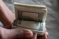 Billie-Dollar in der Hand stockfotos