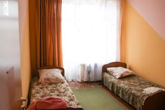 Billiges Hotelzimmer Lizenzfreies Stockbild