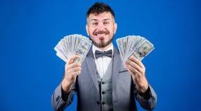 Billioner met dollarbankbiljetten zakenman na grote overeenkomst Financi?n en handel Bedrijfssportsucces winning royalty-vrije stock fotografie