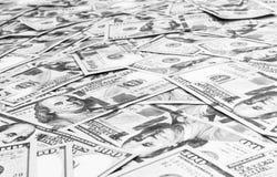 billsdollar hundra en bunt Bunt av kontanta pengar i hundra dollarsedlar Hög av hundra bakgrund för dollarräkningar Conce arkivbild