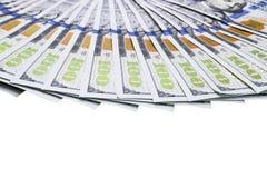 billsdollar hundra en bunt Bunt av kontanta pengar i hundra dollarsedlar Hög av hundra dollarräkningar som isoleras på vit arkivbild