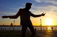 Billy Fury Statue em Albert Dock em Liverpool imagem de stock