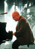 Billy Joel Performs i konsert arkivbild