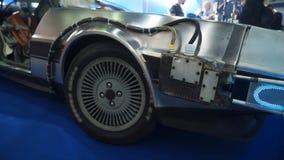Billykta av den retro gråa sportbilen arkivfilmer