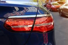 Billyktor vid närbild av bilen Begrepp av dyrt, billyktor för sportautomatiskcloseup Tillbaka billykta arkivfoton