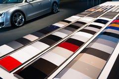 Bilmålarfärgprövkopior arkivfoto