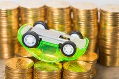 Bilmodell med guld- mynt Fotografering för Bildbyråer
