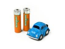 Bilmodell med uppladdningsbara batterier - vit bakgrund Arkivfoton