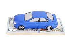 Bilmodell på dollarräkningar Royaltyfri Foto
