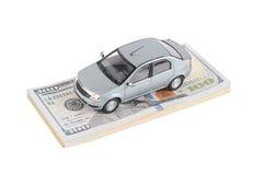 Bilmodell på dollarräkningar Royaltyfri Fotografi