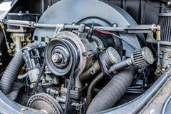Bilmotor upp nära sikt royaltyfria foton