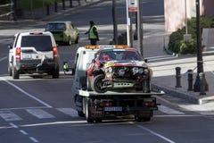 Bilolycka som tas av kranlandningsbanan Arkivbilder
