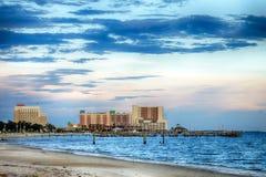 Biloxi, Миссиссипи, казино и здания на заходе солнца стоковые изображения rf