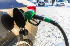 Bilpåfyllning med bensin royaltyfri fotografi