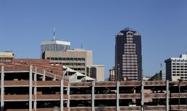 Bilparkering i i stadens centrum Tucson, AZ Arkivfoto