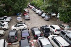 Bilparkeringsområde av Maharaj Nakorn Chiang Mai Hospital Royaltyfria Foton