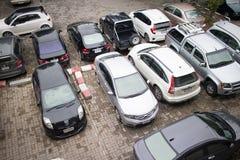 Bilparkeringsområde av Maharaj Nakorn Chiang Mai Hospital Arkivbilder