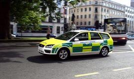 bilperson med paramedicinsk utbildning Arkivbilder