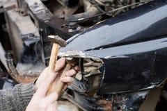 Bilreparation efter krasch royaltyfria bilder