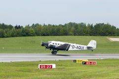 Bilskrällen Ju-52 på tar av i Hamburg Royaltyfri Fotografi