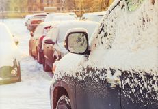 Bilspegel i snön Fotografering för Bildbyråer