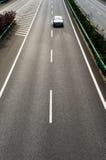 Bilspringen på huvudvägen Fotografering för Bildbyråer