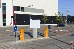 bilstad ingång betalat parkerande s till arkivbild
