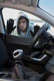 Biltjuv Looking Through Window av medlet royaltyfria bilder
