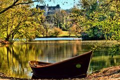 Biltmore Autumn And Orvis Rowboat Royaltyfri Fotografi