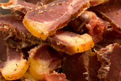 Biltongue-südafrikanischer getrockneter Fleisch-Imbiß Stockfotografie