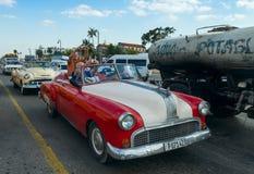 Biltrafik på aven Del Puerto i havannacigarr Fotografering för Bildbyråer