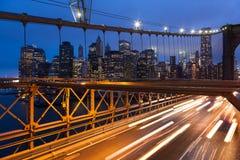 Biltrafik på den Brooklyn bron i New York - USA Fotografering för Bildbyråer