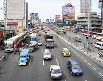 Biltrafik på gatorna i Manila Arkivfoto