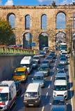 Biltrafik på Istanbul Turkiet Arkivbilder