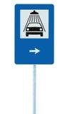 Biltvättvägmärke på stolpepolen, trafikroadsign, blå isolerad signage för vägren för service för medelduschtvagning plus höger pi Fotografering för Bildbyråer