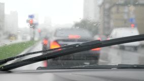 Bilvindrutaborstar stock video