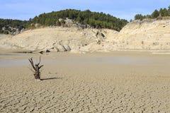 Bimont水坝的空的湖 免版税库存图片