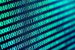 Binär Code-abstrakter Hintergrund Moderne Technologieinternet-Kommunikation und Netzdaten im Cyberspacekonzept, Blau getont Stockfoto
