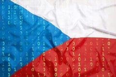 Binär Code mit Flagge der Tschechischen Republik, Datenschutzkonzept Lizenzfreie Stockfotos