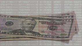 Binär Code und Papierrechnungen stock footage