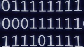 Binära noll och en data zoomar ut - datorprogramvara eller information, intenetdataströmmen eller det stora datadatacenterbegrepp lager videofilmer