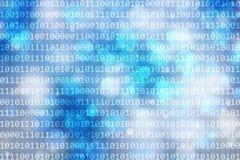 Binärzahlen kodieren auf abstraktem blauem bokeh Unschärfehintergrund Lizenzfreie Stockbilder