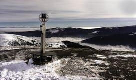 Binóculos em montanhas nevado Vosges fotos de stock royalty free