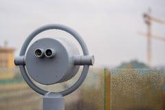 Binóculos a fichas do close up que negligenciam após a chuva Imagem de Stock Royalty Free