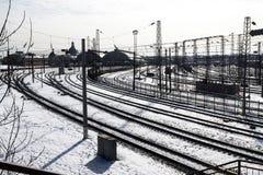 Binari ferroviari alla stazione ferroviaria a Leopoli Fotografie Stock