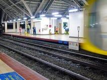 Binario della stazione di Abad Santos LRT1 Immagini Stock