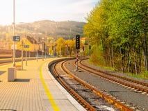 Binario della stazione ferroviaria in Tanvald, repubblica Ceca Immagine Stock Libera da Diritti