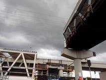 Binario di guida e stazione concreti di HART Light Rail in costruzione fotografie stock libere da diritti